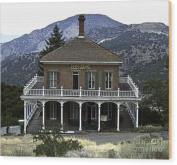 Mackay Mansion Wood Print