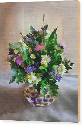 Magenta And White Mum Bouquet Wood Print by Susan Savad