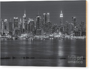 Manhattan Twilight Vii Wood Print by Clarence Holmes
