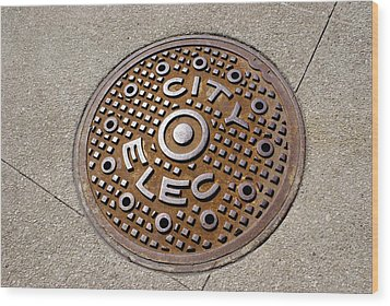 Manhole Cover In Chicago Wood Print by Mark Williamson