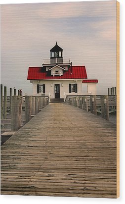 Manteo Lighthouse Wood Print by Cindy Haggerty