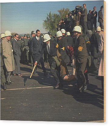 March On The Pentagon. Us Marshals Wood Print by Everett