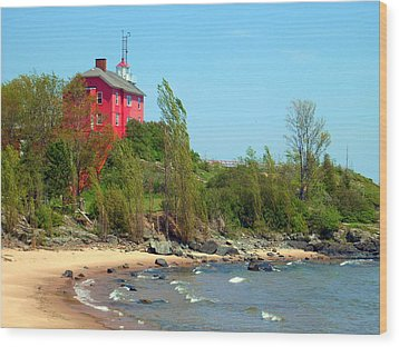 Wood Print featuring the photograph Marquette Harbor Lighthouse by Mark J Seefeldt
