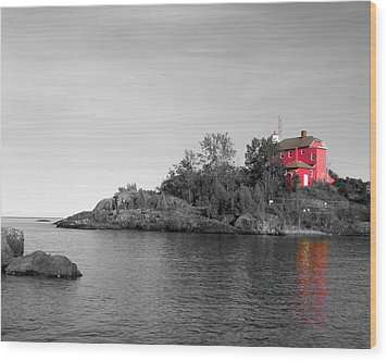 Wood Print featuring the photograph Marquette Harbor Lighthouse Selective Color by Mark J Seefeldt