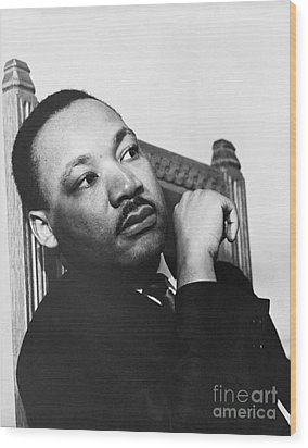 Martin Luther King, Jr Wood Print by Photo Researchers