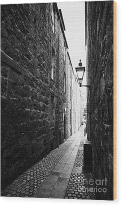 Martins Lane Narrow Entrance To Tenement Buildings In Old Aberdeen Scotland Uk Wood Print by Joe Fox