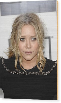 Mary Kate Olsen At Arrivals Wood Print by Everett