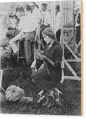 Mary Pickford On A Movie Set Knitting Wood Print by Everett