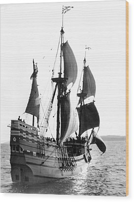 Mayflower II, Plymouth Harbor Wood Print by Everett