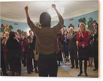 Michelle Obama Celebrates With Guests Wood Print by Everett