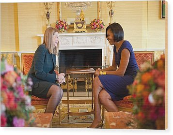 Michelle Obama Greets Mrs. Ada Wood Print by Everett