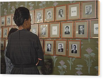 Michelle Obama Looks At Pictures Wood Print by Everett