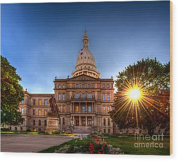 Michigan Capitol - Hdr-1 Wood Print by Larry Carr