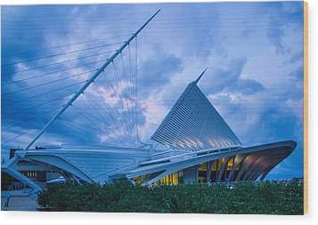 Milwaukee Art Museum At Twilight Wood Print by Vincent Buckley
