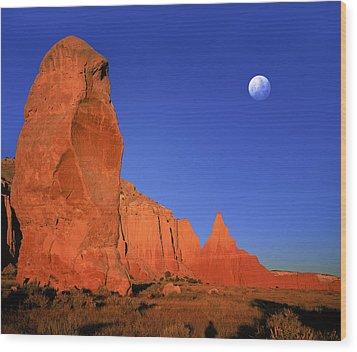 Moon Over Kodakchrome State Park Utah Wood Print by Daniel Chui