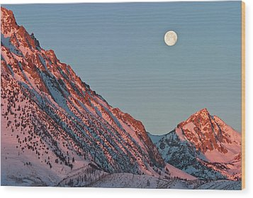 Moonset From The Buttermilks Wood Print by Donald E. Hall