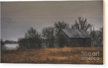 Morning Fog At Jorgens Barn Wood Print