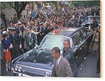 Motorcade Of President Lyndon Johnson Wood Print by Everett