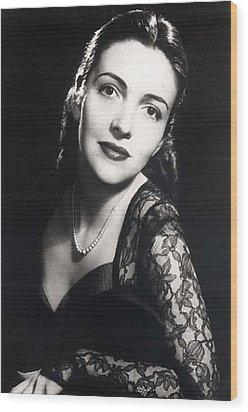 Nancy Davis Reagan In A Portrait Wood Print by Everett