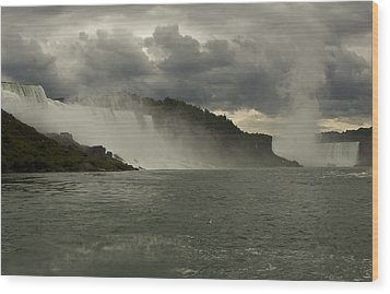 Wood Print featuring the photograph Niagara Power by Darleen Stry