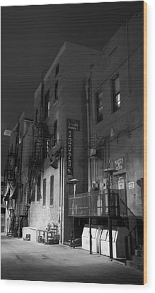Night In The Alley Wood Print by James Bethanis