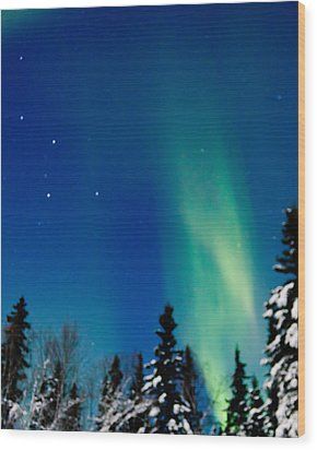 Northern Light Spiral To Cassiopeia Wood Print by John Aldabe