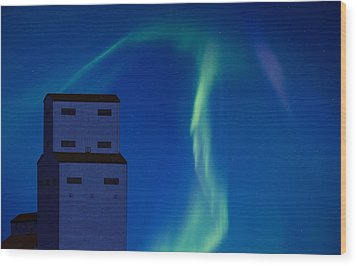 Northern Lights And Grain Elevator Wood Print by Mark Duffy