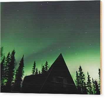 Northern Lights Liven Under The Dipper Wood Print by John Aldabe