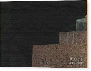 Nulli Cedit Wood Print