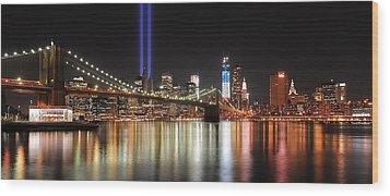 Nyc - Manhattan Skyline 9-11 Tribute Wood Print by Shane Psaltis