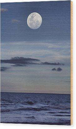Ocean Moon Wood Print by Douglas Barnard