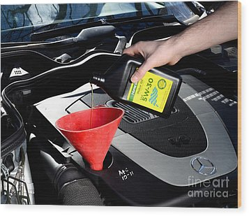 Oil Change Wood Print by Photo Researchers