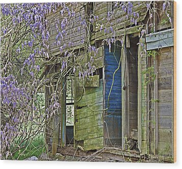 Wood Print featuring the photograph Old Abandoned House by Susan Leggett