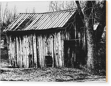Old Barn In Black And White Wood Print by Ronald T Williams
