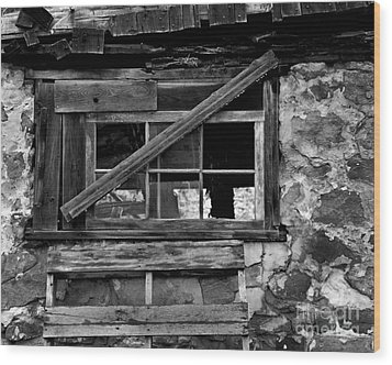 Old Barn Window Wood Print by Perry Webster