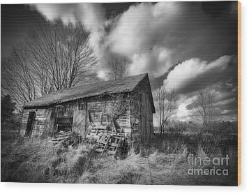 Old Dramatic Barn Hdr Wood Print by Joe Gee