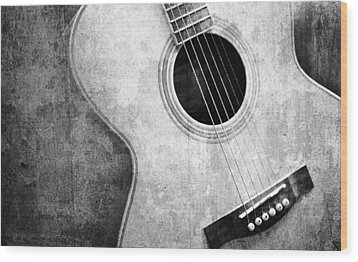 Old Guitar Black And White Wood Print by Nattapon Wongwean