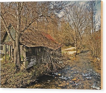 Old Home On A River Wood Print by Susan Leggett