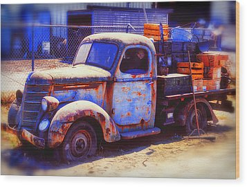 Old Junk Truck Wood Print by Garry Gay