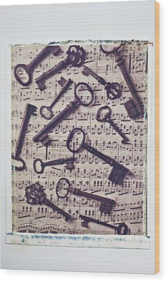 Old Keys On Sheet Music Wood Print by Garry Gay