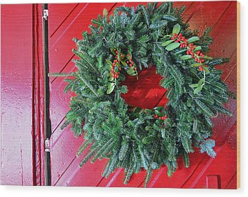 Old Mill Of Guilford Door Wreath Wood Print by Sandi OReilly