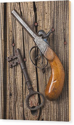 Old Pistol And Skeleton Key Wood Print by Garry Gay