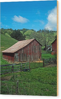 Old Red Barn Wood Print by Kathy Yates