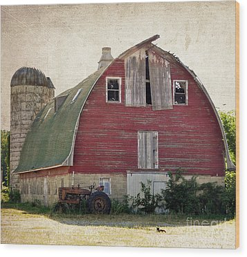 Old Red Barn Wood Print by Tamera James