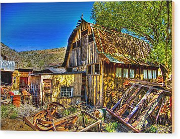 Old Shed Wood Print by Jon Berghoff