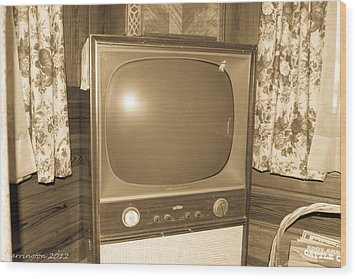 Old Television Wood Print by Shannon Harrington