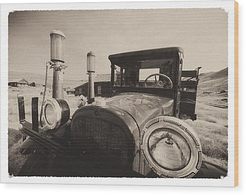Old Time Picture Of A Truck Wood Print by George Oze