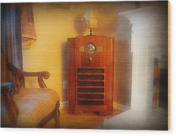 Old Time Radio Wood Print by Paul Ward