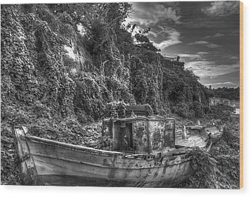 Oldboat Wood Print by Stavros Argyropoulos