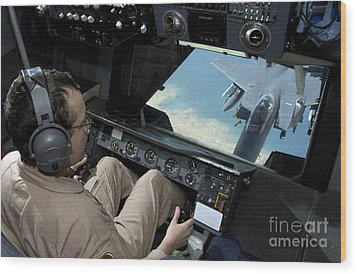 Operator Refuels An F-16 Fighting Wood Print by Stocktrek Images